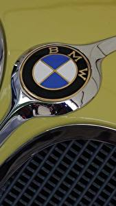 Wallpaper Closeup BMW Logo Emblem
