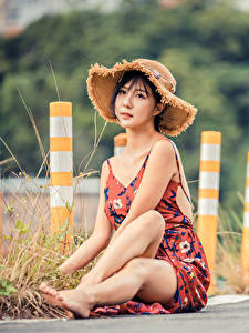 Hintergrundbilder Asiaten Bokeh Sitzen Bein Kleid Der Hut Mädchens