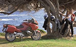 Bilder BMW - Motorrad Mann Helm Zwei 2003-09 R 1200 RT Motorrad Mädchens