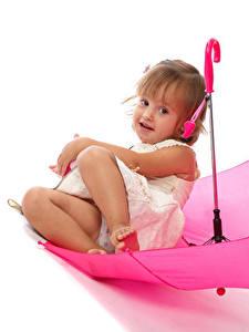 Hintergrundbilder Weißer hintergrund Kleine Mädchen Sitzend Regenschirm Rosa Farbe Kinder