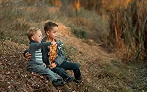 Fonds d'écran S'asseyant Garçon Deux Herbe Ekaterina Borisova Enfants