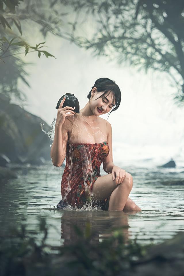 Fotos von Brünette Nebel Bach Mädchens Asiatische Sitzend Nass 640x960