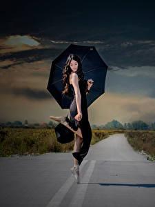 Fotos Wege Regenschirm Brünette Ballett Tanz junge frau