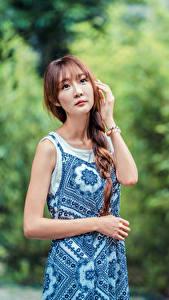 Hintergrundbilder Asiatische Posiert Kleid Zopf Starren junge frau