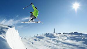 Fotos Winter Skisport Mann Schnee Sprung sportliches