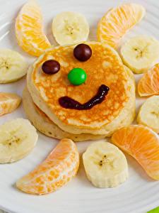Hintergrundbilder Kreativ Smilies Eierkuchen Obst Süßigkeiten Apfelsine Bananen Teller Lebensmittel
