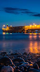 Fotos Sotschi Russland Küste Seebrücke Steine Nacht Straßenlaterne Natur