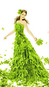 Bilder Weißer hintergrund Braunhaarige Kleid Blattwerk Gelb grüne Ahorne