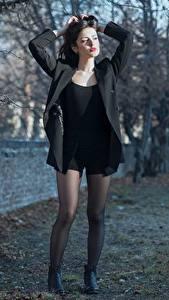 Hintergrundbilder Ester Merja Brünette Jacke Hand Posiert Bein Strumpfhose Luigi Malanetto junge Frauen