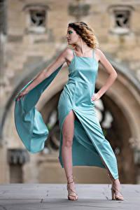 Hintergrundbilder Pose Kleid Bein Unscharfer Hintergrund Morgane junge frau