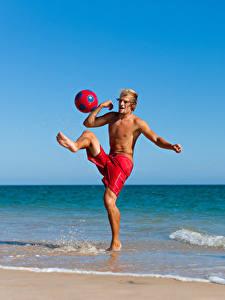Bilder Küste Mann Ball Trainieren Bein sportliches