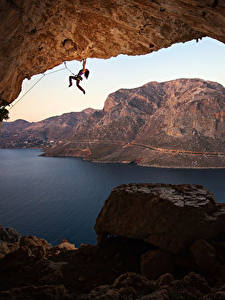 Bilder Griechenland Berg Steine Bergsteigen Höhle Bucht Bergsteiger Felsen Kalymnos Mädchens