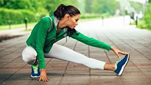 Bilder Fitness Dehnübungen Bein Sitzen Sport Mädchens