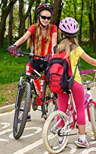 Photo Little girls 2 Bike Helmet Eyeglasses Children