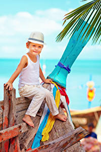 Hintergrundbilder Junge Der Hut Sitzend Unterhemd Kinder