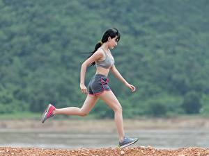 Fotos Fitness Asiatische Brünette Laufsport Mädchens