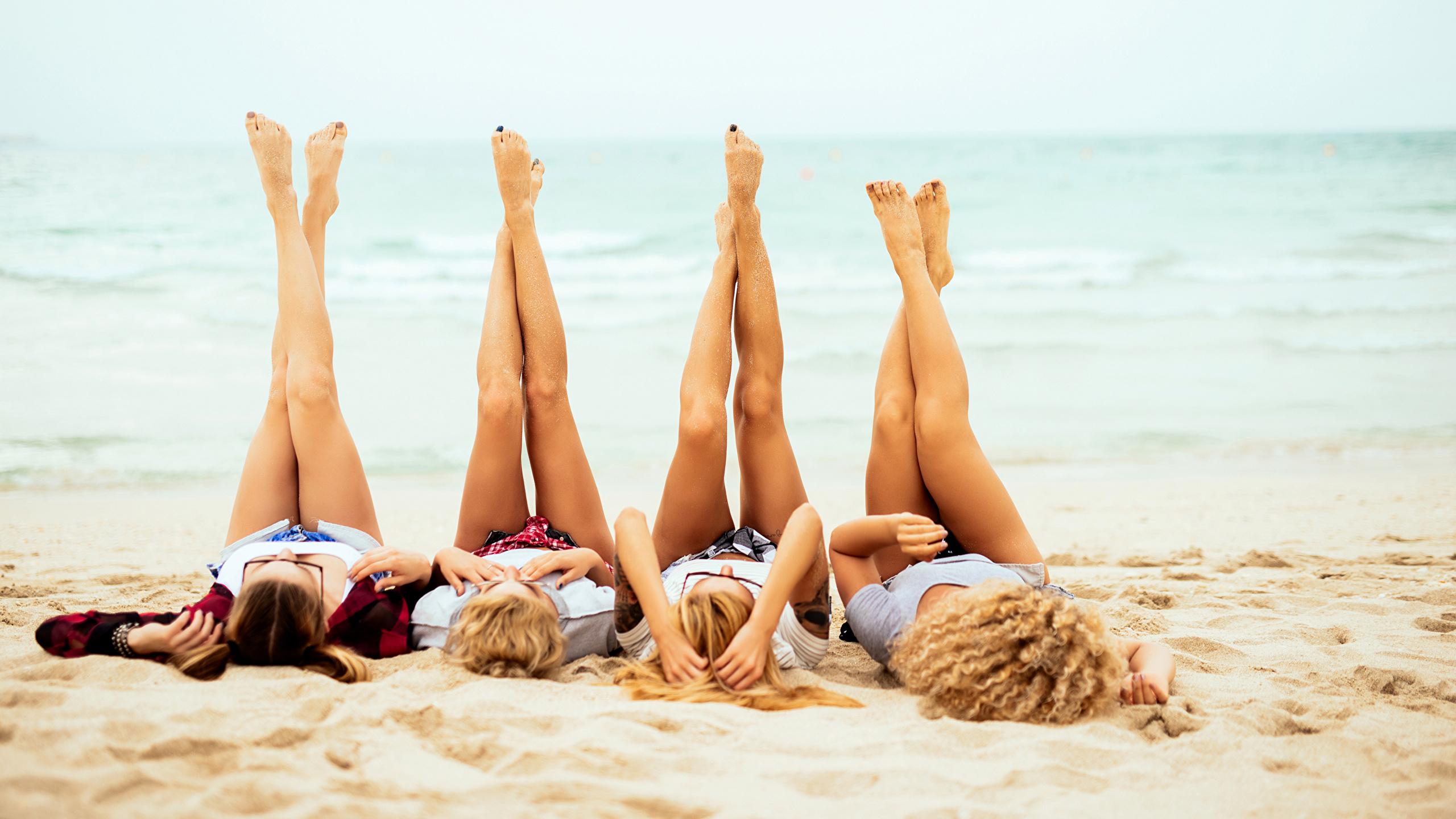 Image Girls Blonde Girl Beach Four 4 Legs 2560x1440