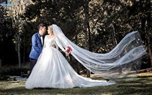 Fotos Paare in der Liebe Mann Heirat Bräutigam Brautpaar Kleid