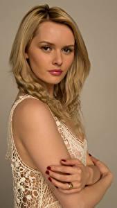 Hintergrundbilder Carla Monaco Blond Mädchen Hand Blick