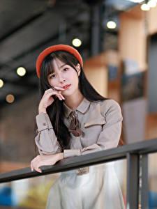 Bilder Asiatische Bokeh Brünette Kleid Barett Starren Mädchens