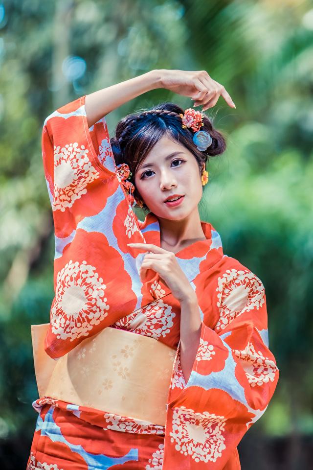 Desktop Hintergrundbilder Kimono Frisuren junge Frauen Asiatische Hand Blick 640x960 für Handy Frisur Mädchens junge frau Asiaten asiatisches Starren