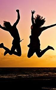 Fondos de Pantalla Оcaso Dos Salto Silueta Sol Chicas