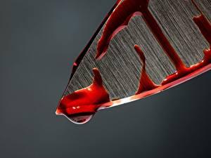Bilder Messer Makrofotografie Großansicht Blut Grauer Hintergrund