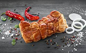 Bilder Fleischwaren Schinken Chili Pfeffer Schwarzer Pfeffer Zwiebel Gewürze Bretter Salz das Essen
