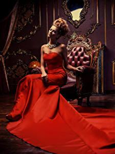 Hintergrundbilder Rotschopf Kleid Sessel Sitzend Luxus Mädchens