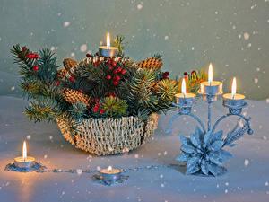 Bilder Neujahr Kerzen Beere Weidenkorb Ast Schnee Schneeflocken Zapfen