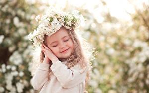Fotos Kleine Mädchen Lächeln Hand Kinder
