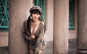Hintergrundbilder Asiatische Pose Kleid Baseballmütze Dekolleté Starren Bokeh junge frau