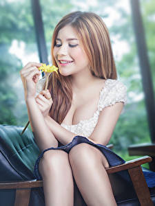 Fotos Asiatische Braunhaarige Lächeln Hand Sitzend Bokeh Mädchens
