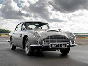 Fotos Aston Martin Straße Bewegung Grau Metallisch DB5 Goldfinger Continuation, 2020 automobil