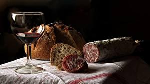 Bilder Wurst Brot Wein Weinglas Schwarzer Hintergrund