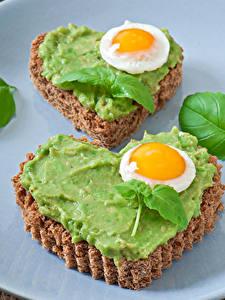 Hintergrundbilder Valentinstag Butterbrot Brot 2 Spiegelei Blattwerk