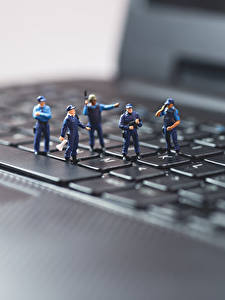Fotos Tastatur Spielzeug Makro Hautnah Notebook Polizei Computers