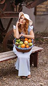 Hintergrundbilder Obst Bank (Möbel) Kleid Sitzen Der Hut Weidenkorb junge frau