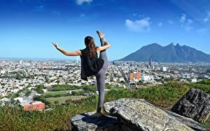 Fonds d'écran Pierres Yoga Exercice d'étirement Aux cheveux bruns sportives Filles