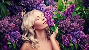 Hintergrundbilder Flieder Blondine Haar junge frau