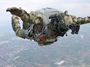 Hintergrundbilder Fallschirmspringen Soldaten Spezialeinheiten Fallen Turkish Heer