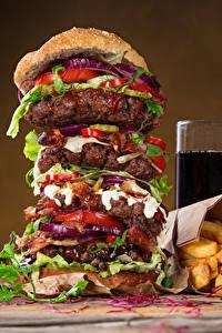 Fotos Fast food Hamburger Fritten Getränk Trinkglas