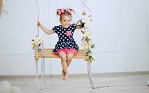Hintergrundbilder Schaukel Kleine Mädchen Kleid Kinder