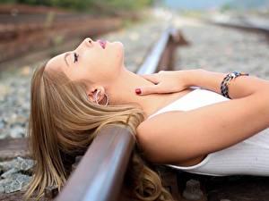 Hintergrundbilder Eisenbahn Hand Mädchens