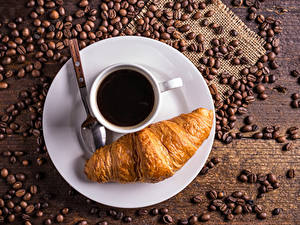 Bilder Kaffee Croissant Bretter Teller Tasse Getreide Löffel Lebensmittel