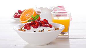 Hintergrundbilder Müsli Erdbeeren Saft Frühstück Teller Trinkglas