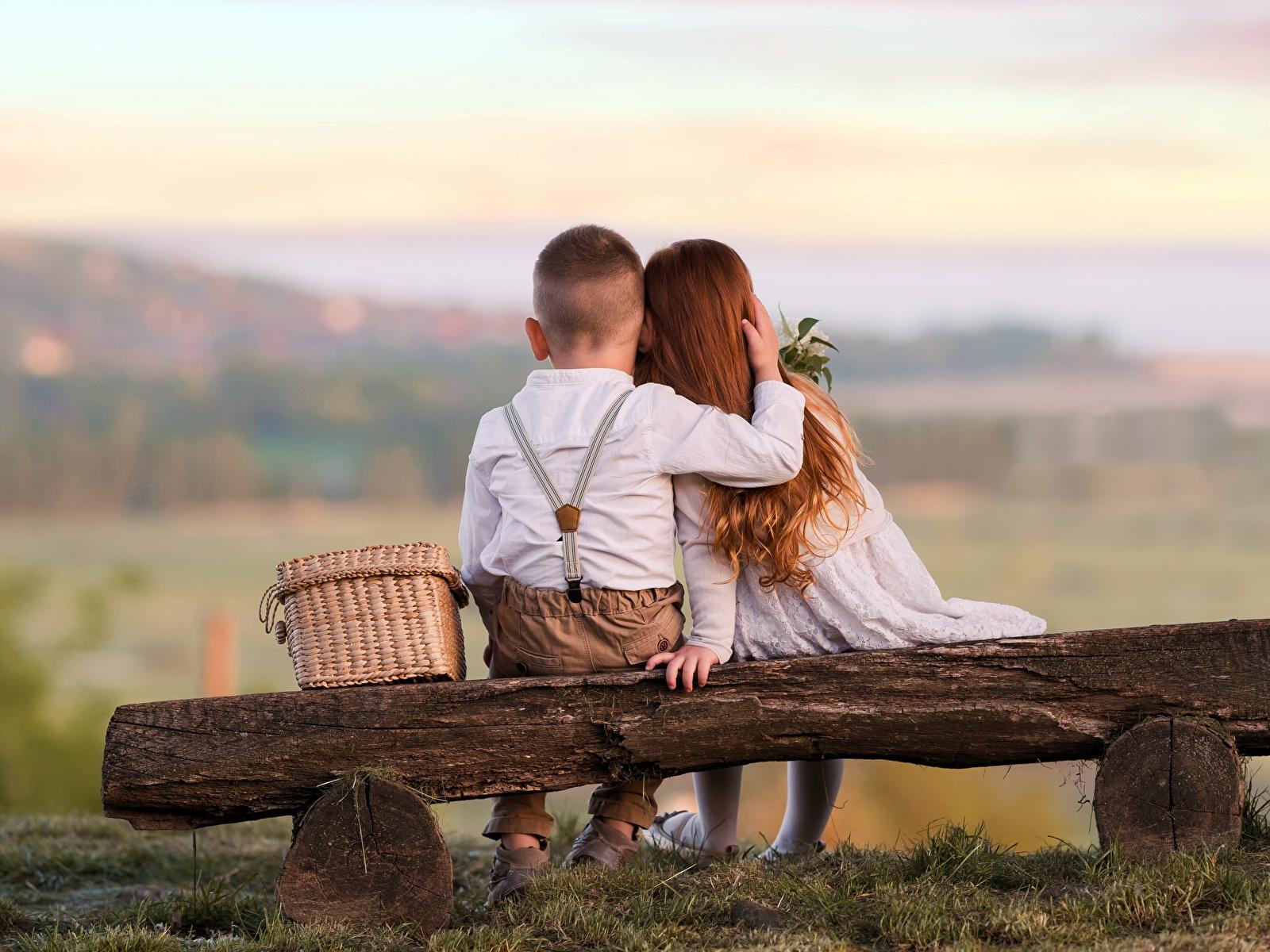 zdjęcia Dziewczynki Chłopiec Dzieci dwóch przytul Miłość 1600x1200