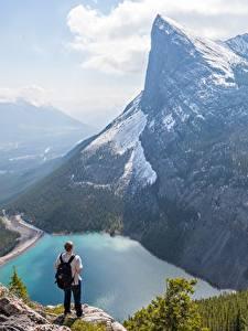Hintergrundbilder Berg See Kanada Mann Landschaftsfotografie Felsen Schnee Canadian Rocky Mountains