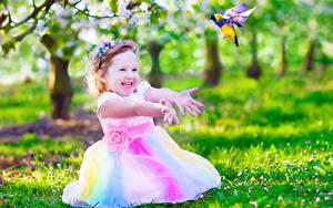 Fotos Kleine Mädchen Glücklicher Hand Kinder
