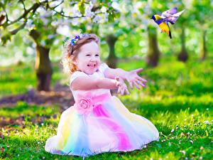 Fotos Kleine Mädchen Glücklich Hand Kinder